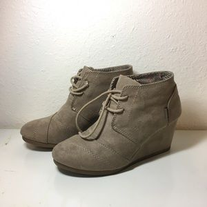 Tan taupe wedge booties size 6